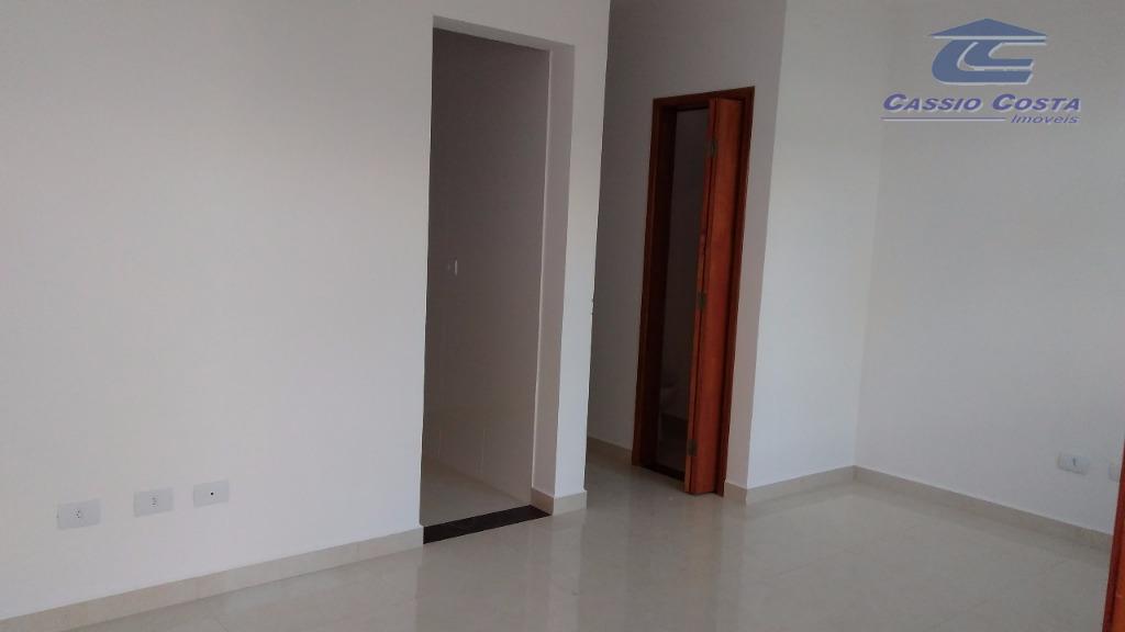 sobrado na vila santana, em terreno de 78m² com área construída de 60m² distribuídos pelas seguintes...