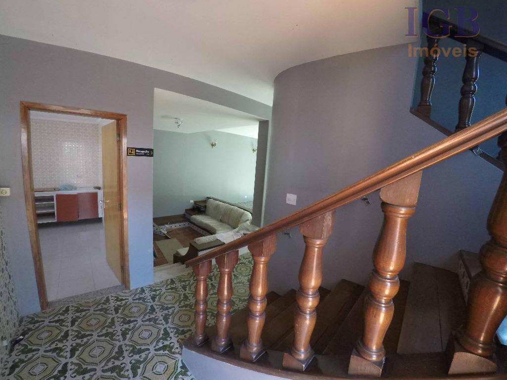 excelente imovel para loação.são 04 dormitorios todos com armarios, sendo 01 suite,sala 02 ambientes com lareira,lavabo...