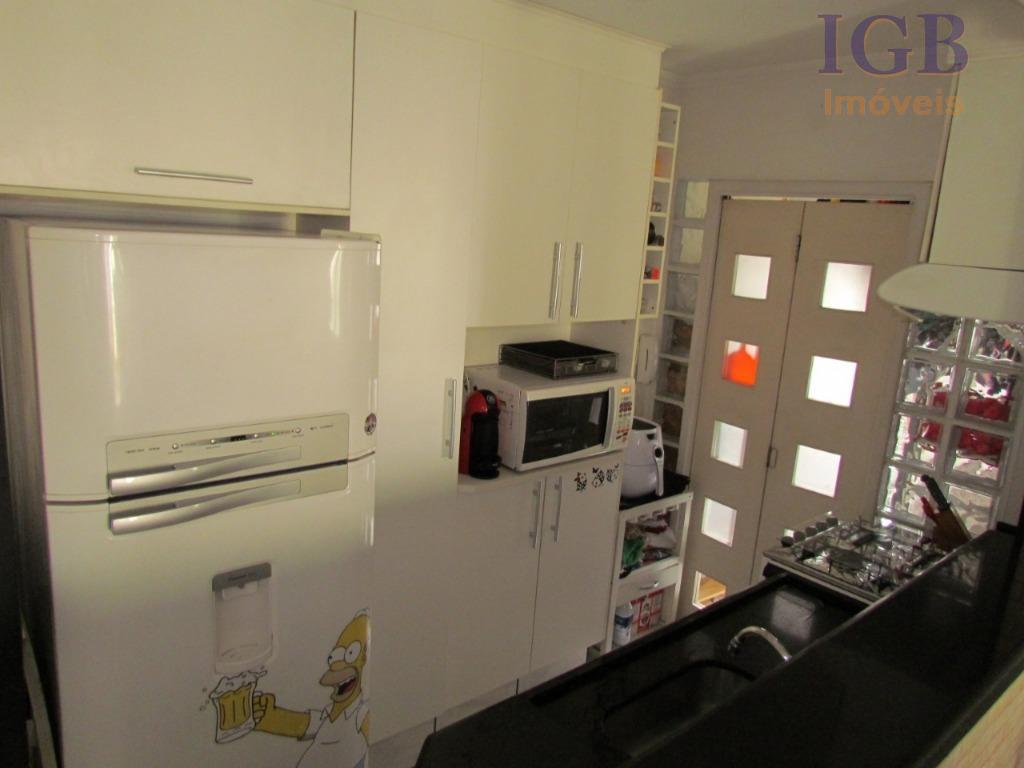 lindo apartamento ricamente decorado, prontissimo para morar. são 3 quartos sendo 1 suite + 1 banheiro,...