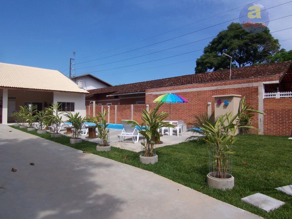 Excelente casa no  centro de guaratuba com duas piscinas.