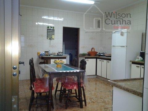 linda casa térrea com 3 dormitórios sendo 1 suíte com closed, armários planejados, sala 2 ambientes,...