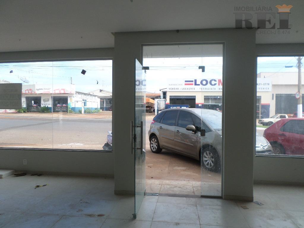 sala comercial com 160m² de area construida com 02 banheiro, cozinha.