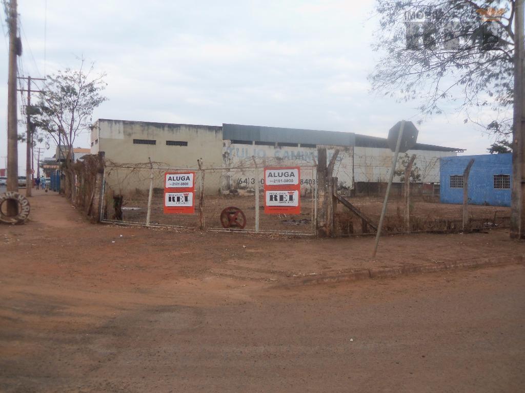 uma área comercial de 450m² de terreno c/ 3 salas p/ escritório,banheiro,área de serviço.
