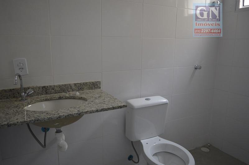 sobrado em condomínio de 57 m² com 02 suítes grandes, sala, lavado, cozinha, área de serviço....