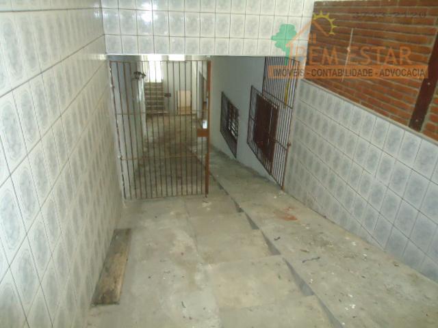 o imóvel é composto por:andar superior: 03 quartos sendo 01 suíte, 01 sala e 01 banheiro.andar...