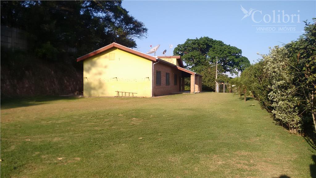chácara com 1.000 m² em vinhedo.topografia plana, 04 dormitórios, sendo 02 suítes, cozinha planejada, banheiros, sala...