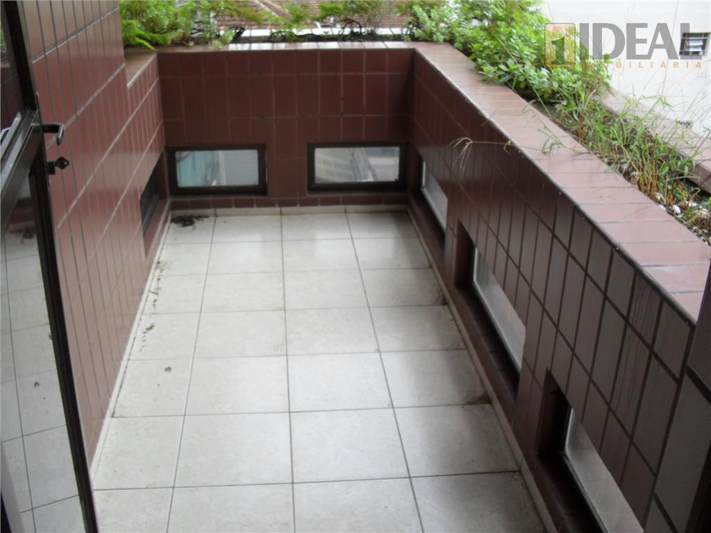 apartamento de 3 dormitórios sendo 1 suite, sala 2 ambientes com sacada, dep. empregada, 2 vagas...
