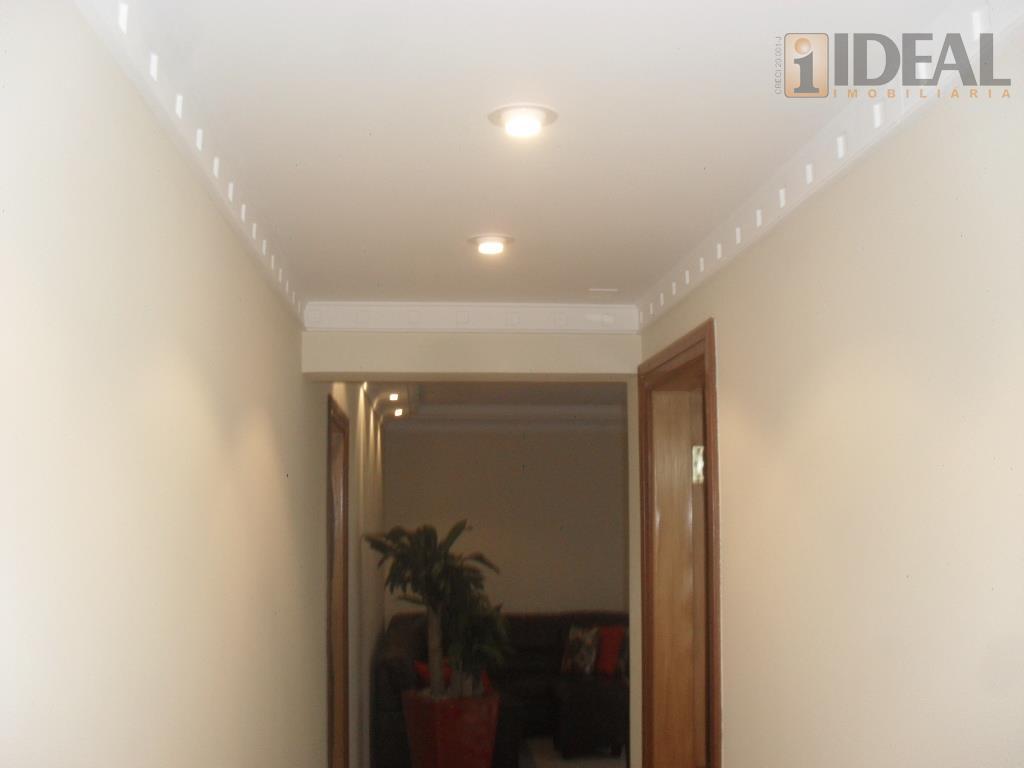 amplo e arejado apartamento com 3 dormitórios, sendo uma suíte, sala para dois ambientes, piso em...