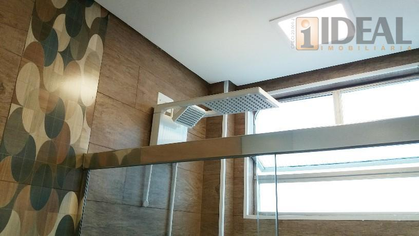 -2 dormitorios grandes, pis carpete laminado, armarios embutidos.- wc suite com box blindex.- sala 3 ambientes,...