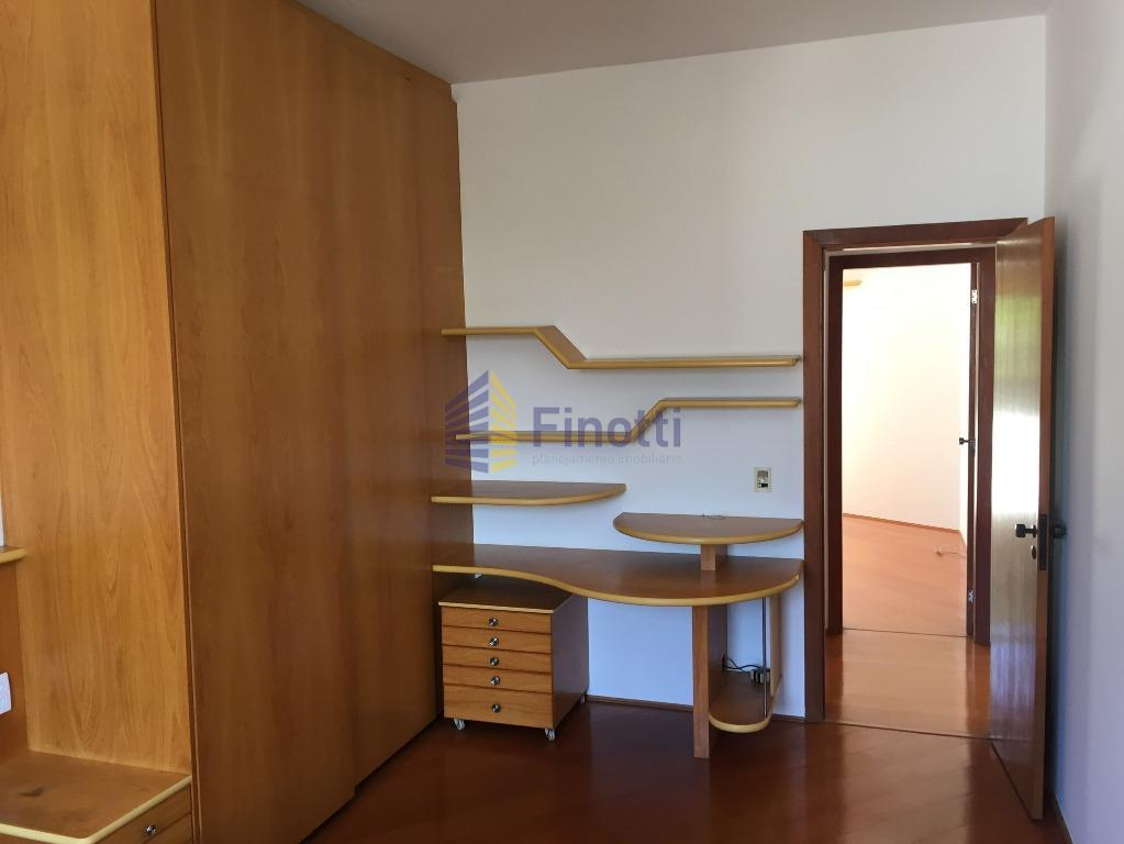 descriçãocasa maravilhosa com 4 dormitórios sendo 2 suítes sendo 1 com sauna, armários de cozinha, closet...