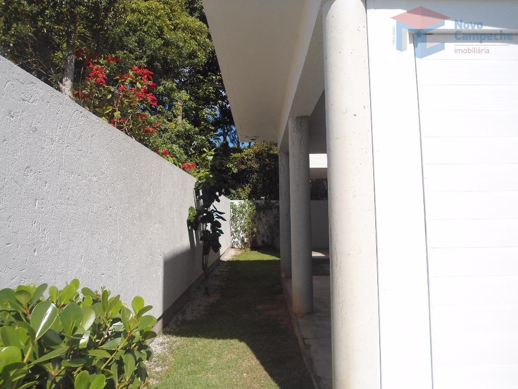 casa em condomínio fechado com escritura pública e totalmente isolada.quintal espaçoso em maior parte gramado, sala...