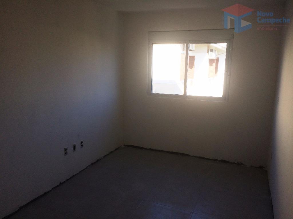 linda casa geminada em loteamento tranquilo na região nobre do campeche. na parte inferior ampla sala...