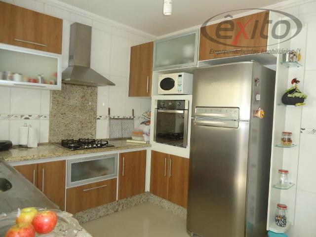 casa com 2 dormitórios, sala, cozinha, wc, área de serviço, toda murada, com jardim e garagem...