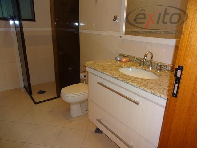 casa com 3 dormitórios (01 suite máster, closet com armários projetados, hidromassagem), sala com dois ambientes,...