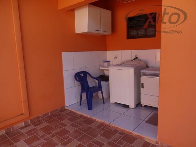 ótima casa com 3 dormitórios (1 suíte com closet), sala, cozinha planejada, w.c. social, área de...