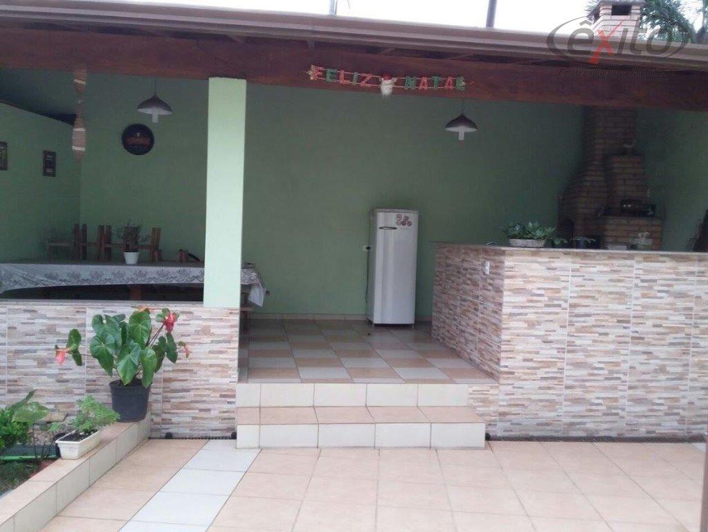 casa com 3 dormitórios (1 suíte), sala. cozinha, wc, escritório, área de serviço. edícula c/ wcárea...