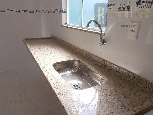 excelente casa em porcelanato com duas suites, independente, cisterna de 6 mil litros, sala ampla, lavabo...