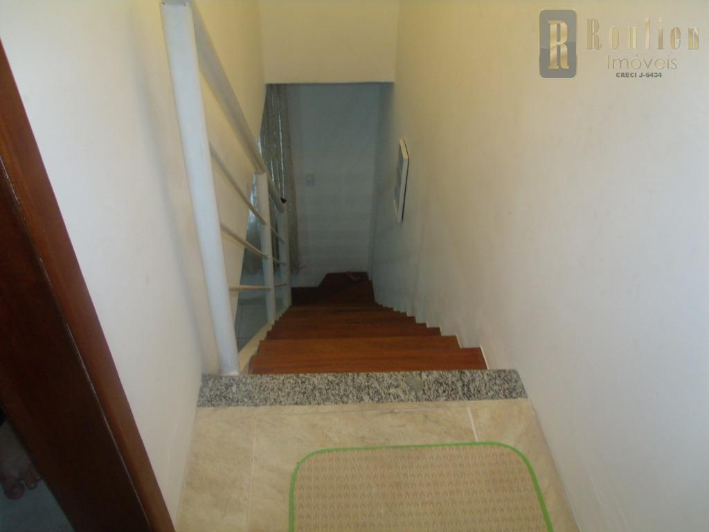 roulien imoveis aluga uma ótima casa duplex de frente para rua com uma vaga de garagem,...