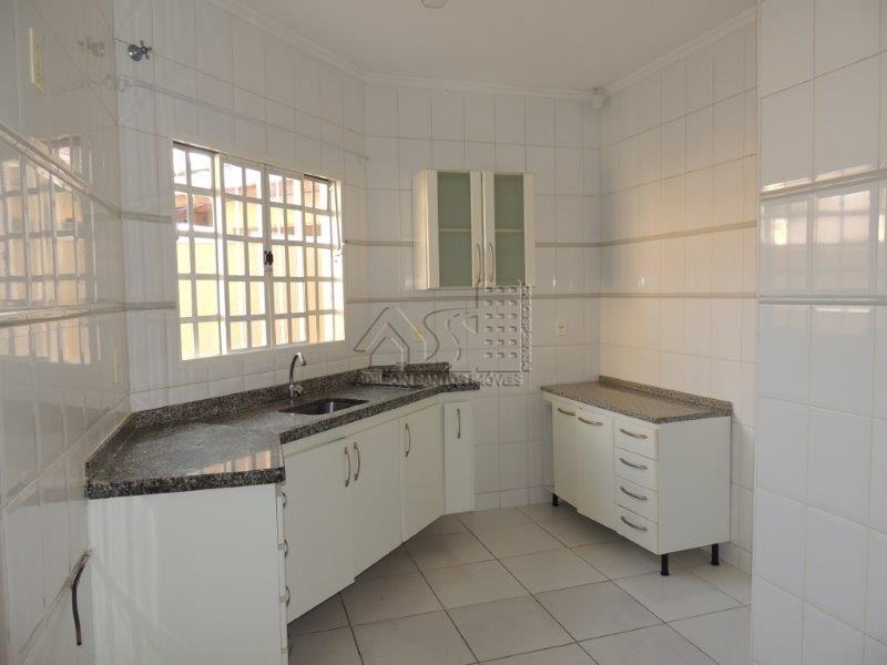 linda casa, vila gusmão, 3 suítes, todas com armários, garagem ampla, churrasqueira, área de serviço.