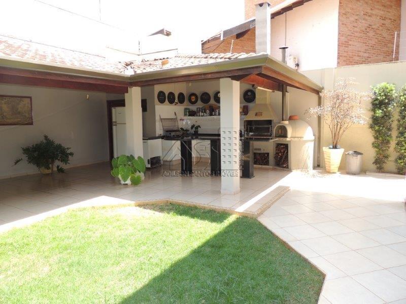 Sobrado residencial à venda, Cidade Jardim, Pirassununga.