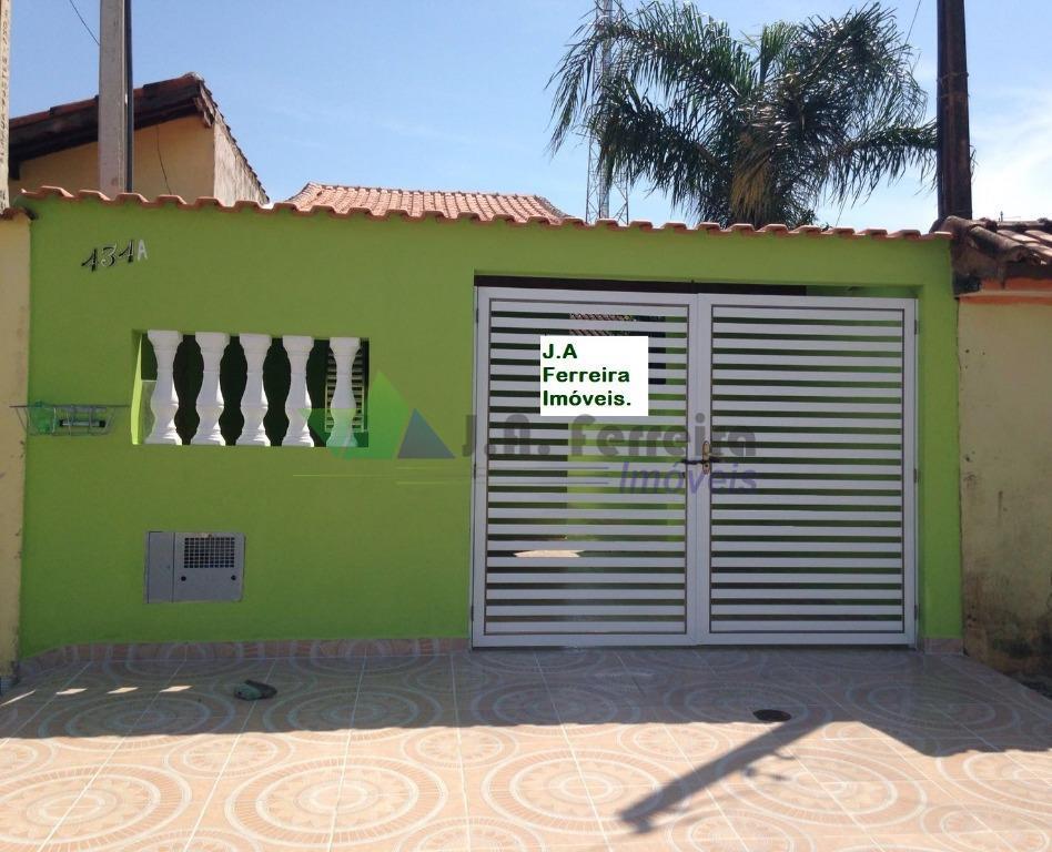 Casa nova em Mongaguá, 600mts da praia. Aceita financiamento bancário.
