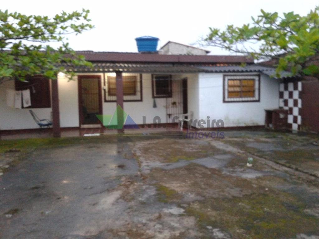 Casa residencial à venda, Terreno inteiro em Mongaguá. Aceita financiamento.