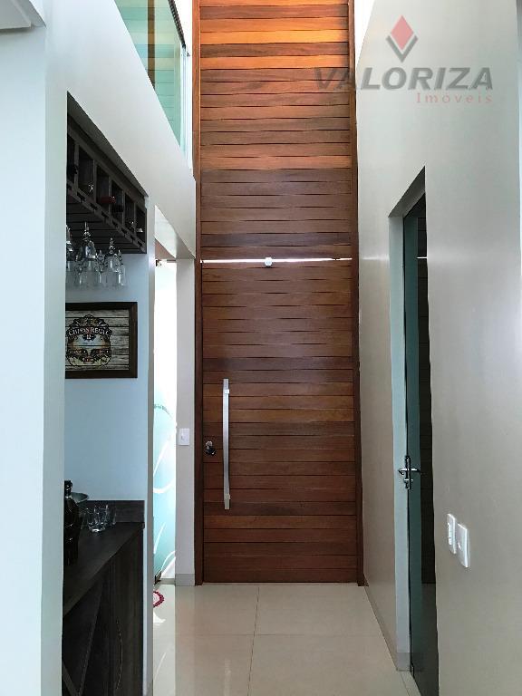 sobrado com 293 m² de área construída.são 4 suítes todas climatizadas, sendo a suíte do casal...