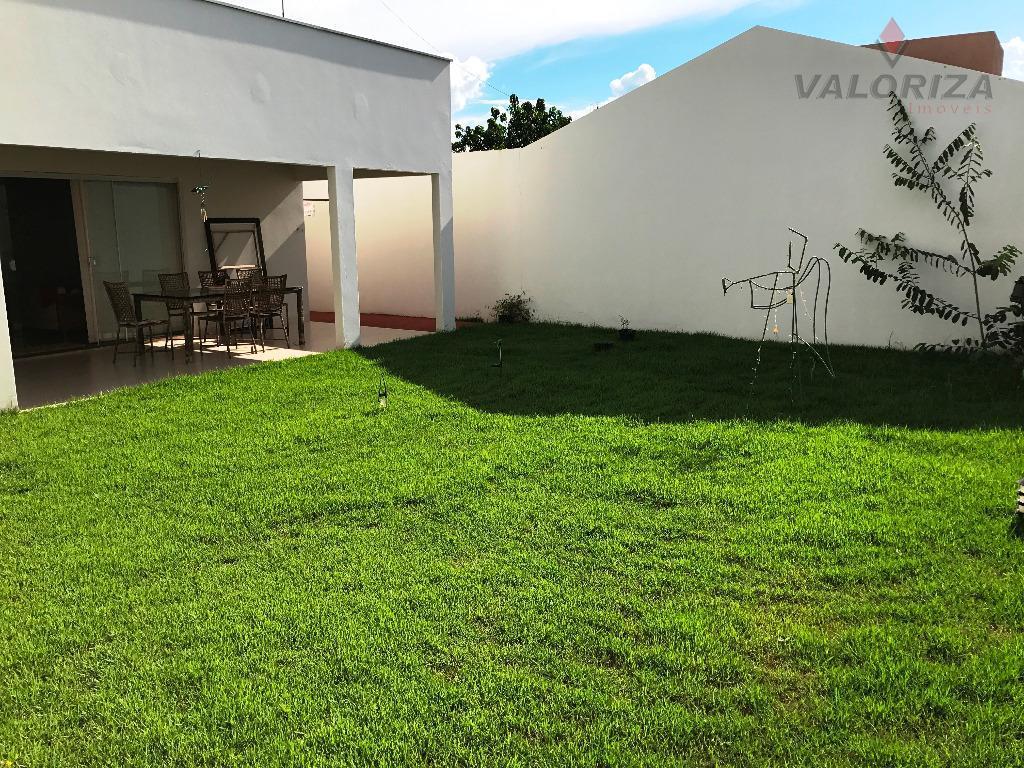 imóvel muito bem construído, local tranquilo muito agradável com muito verde e uma bela vista para...