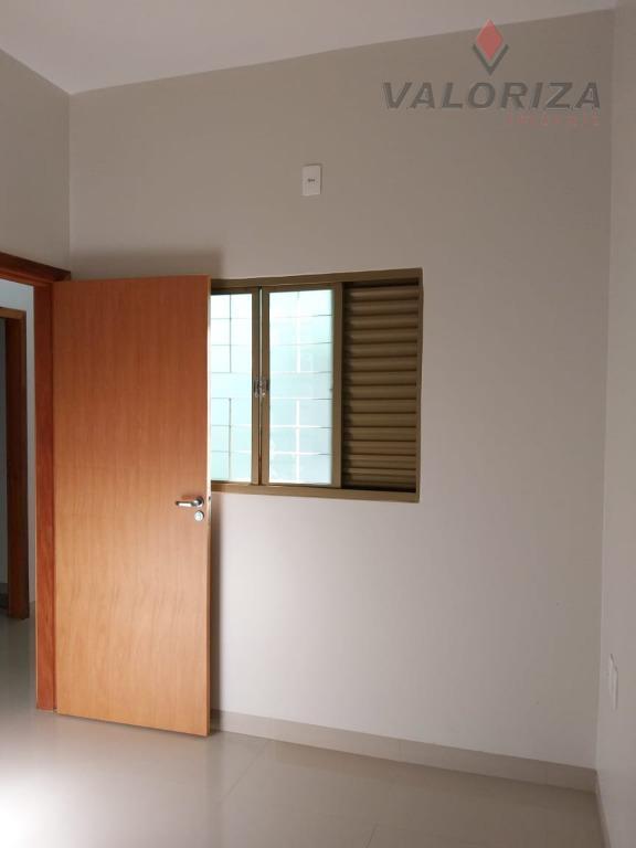imóvel novo!!!piso porcelanato e laje.guarda roupas embutido nos 3 quartos; armário embutido na cozinha e nos...
