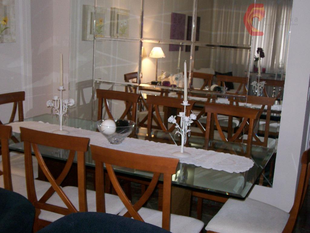 Casa de 4 dormitórios em Vila Carrão, São Paulo - SP