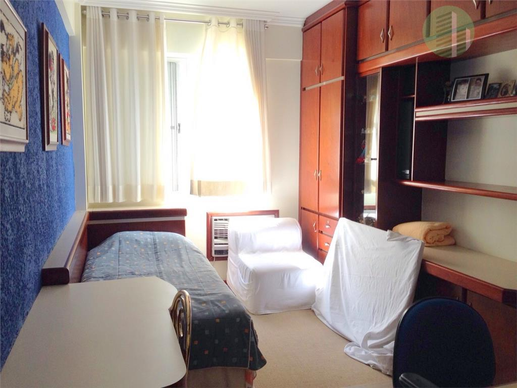 muito bem localizado e com ótima posição solar, este apartamento fica bem no centro de florianópolis....