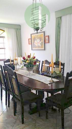 uma casa para curtir a área de lazer com a família e amigos. numa localização excelente,...