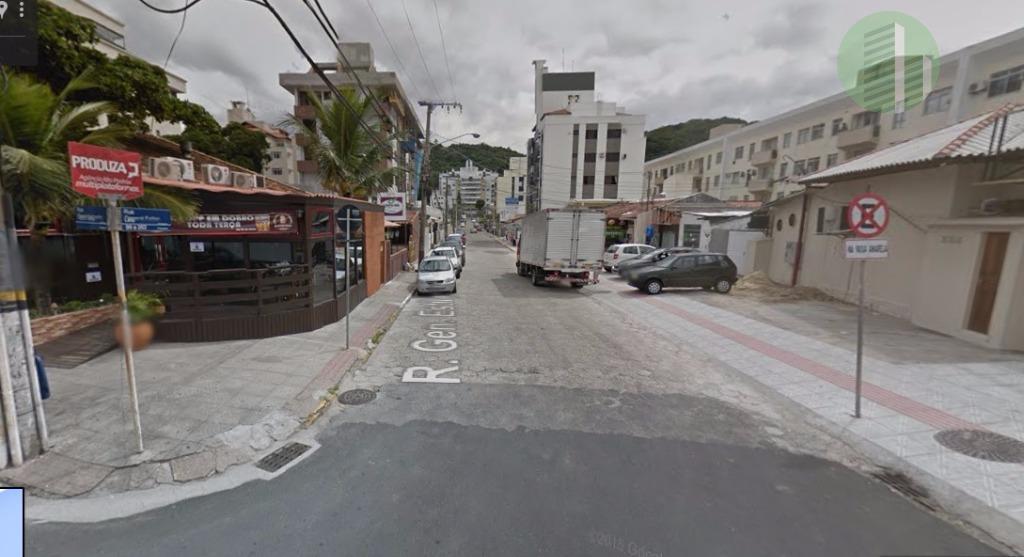 pertinho da via gastronômica de coqueiros e de diversos serviços, em rua muito tranquila e residencial....