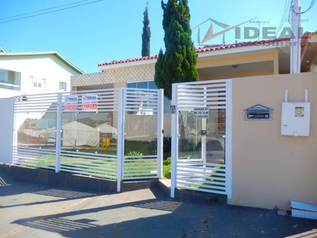 casa localizada em rua pavimentada contendo três quartos mais uma suíte, sala de tv, sala de...