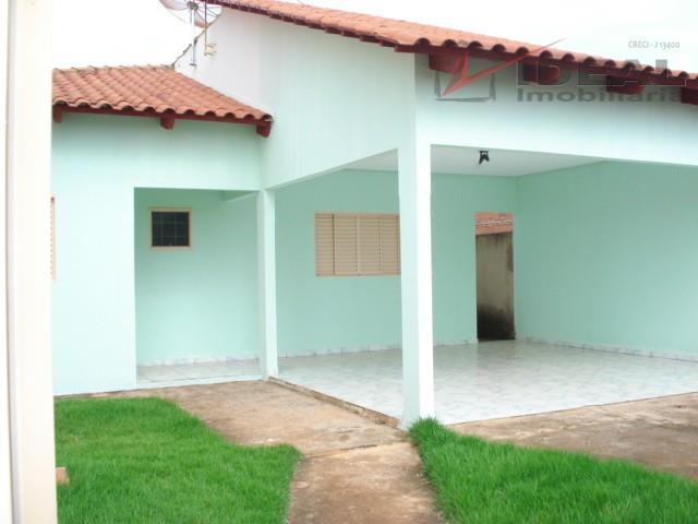 casa localizada em rua pavimentada contendo três quartos sendo um suíte, sala de tv, sala de...