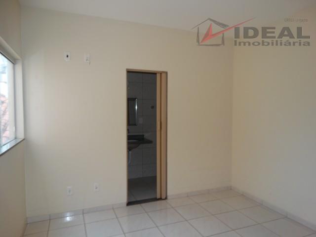 apartamento localizado próximo a igreja são bento. com três quartos sendo um suíte, sala, cozinha, lavanderia,...