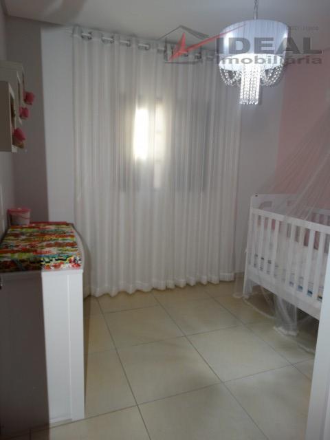 linda residencia localizada em rua pavimentada possuindo quatro quartos sendo dois suítes, banheiro social, sala de...