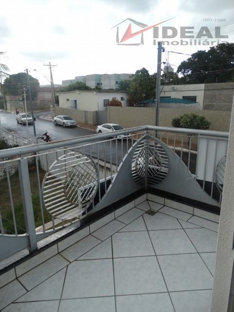 apartamento com ótima localização no centro de mineiros a 50 m da famp faculdade, possuindo três...