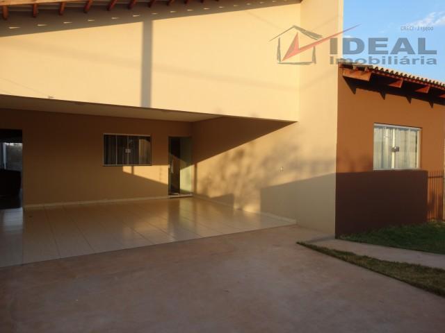 linda residência localizada em rua pavimentada possuindo três quartos sendo um suíte, sala, cozinha, banheiro social,...