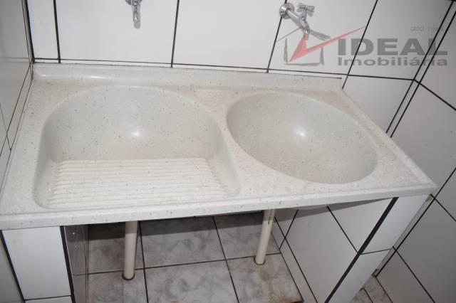 apartamento localizado no centro possuindo sala, cozinha, uma suite e área de serviço. piso com cerâmica,...