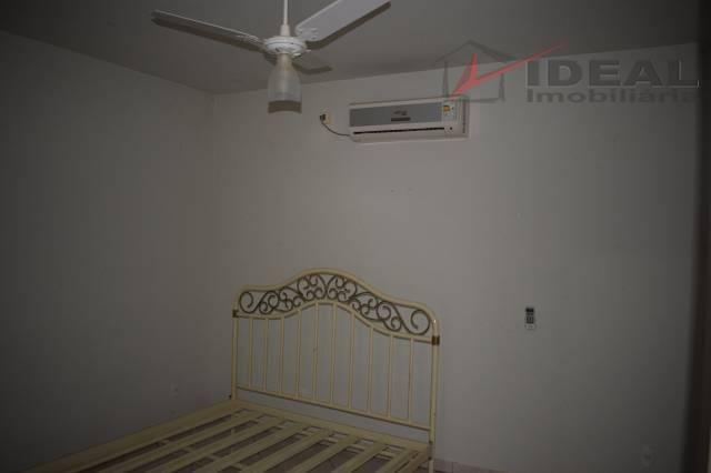 linda e completa residencia em dois pavimentos localizada em rua pavimentada possuindo três quartos sendo dois...