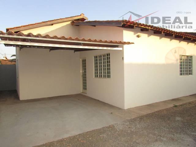 três casas localizadas em rua pavimentada em lote todo murado, cada casa atualmente alugada proporciona uma...