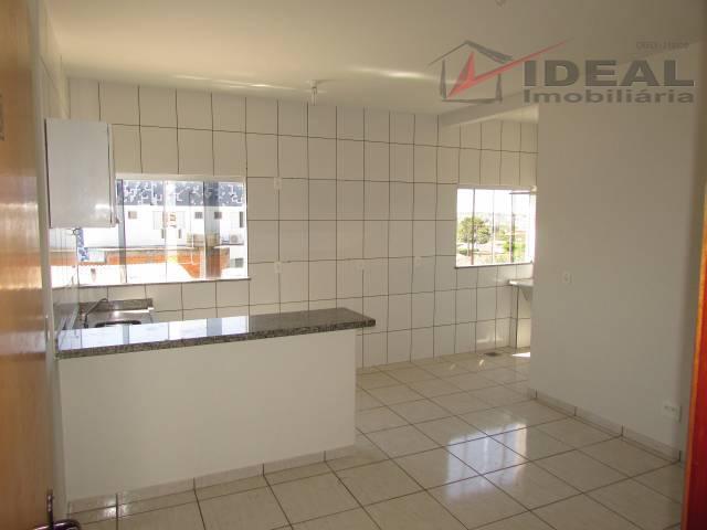 apartamento localizado em rua pavimentada no segundo andar, possuindo uma suíte, sala, cozinha, área de serviço...