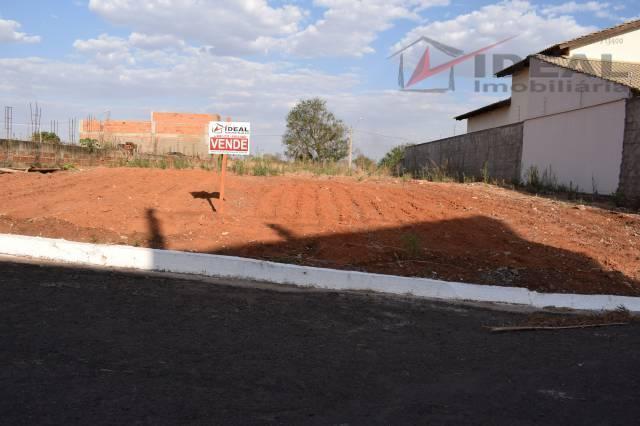 terreno localizado em rua pavimentada com 418,50 m² sendo 14 m de largura por 31 de...