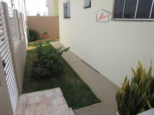 casa localizada em esquina pavimentada possuindo três quartos sendo um suíte, sala, cozinha, banheiro social, área...