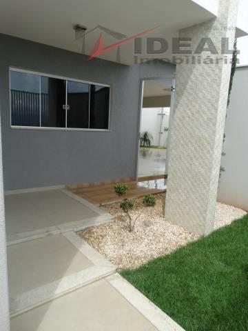 linda residencia localizada em esquina pavimentada possuindo três quartos sendo um suíte, ampla sala, cozinha completa,...