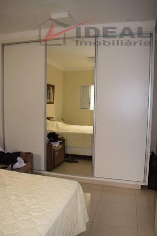 linda residencia localizada em rua pavimentada possuindo 175 m² de área construída com três quartos sendo...