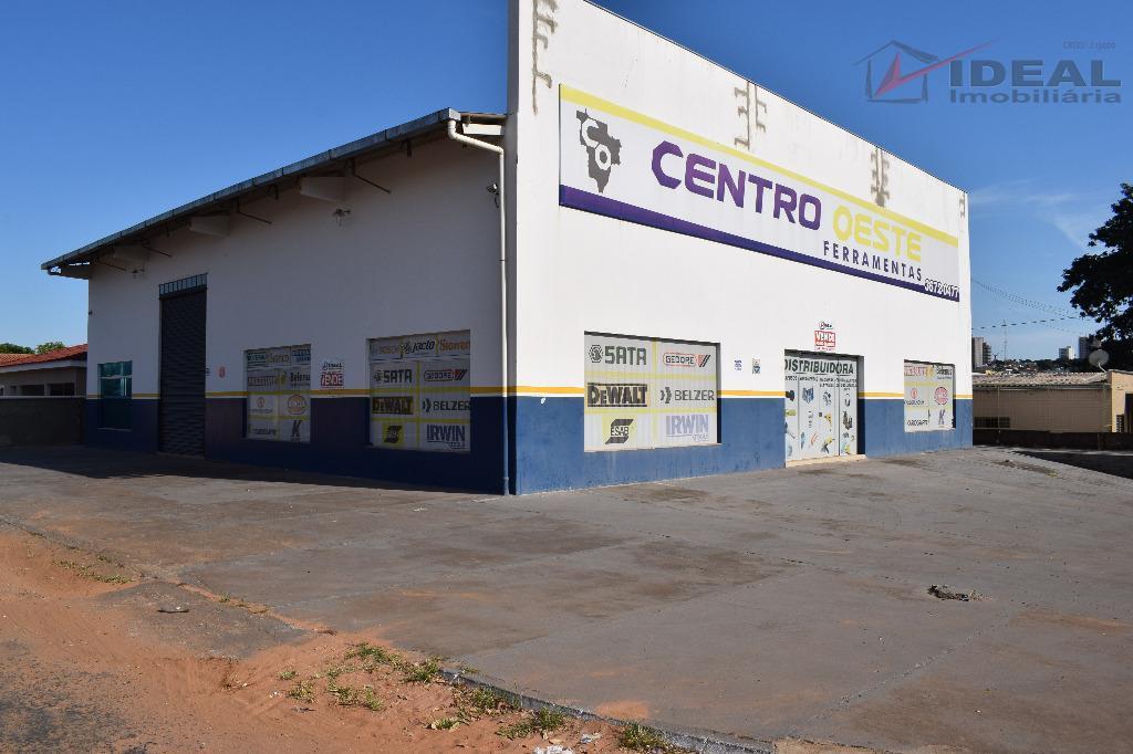 galpão comercial localizado em rua pavimentada com aproximadamente 300,00 m² de área construida, contendo pátio amplo,...