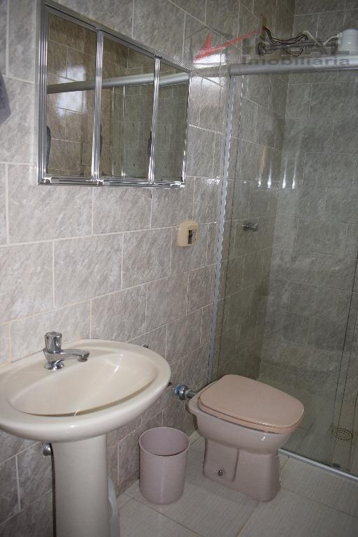 casa localizada em rua pavimentada contendo, sala, cozinha conj. com copa, dois quartos, duas suites, dois...