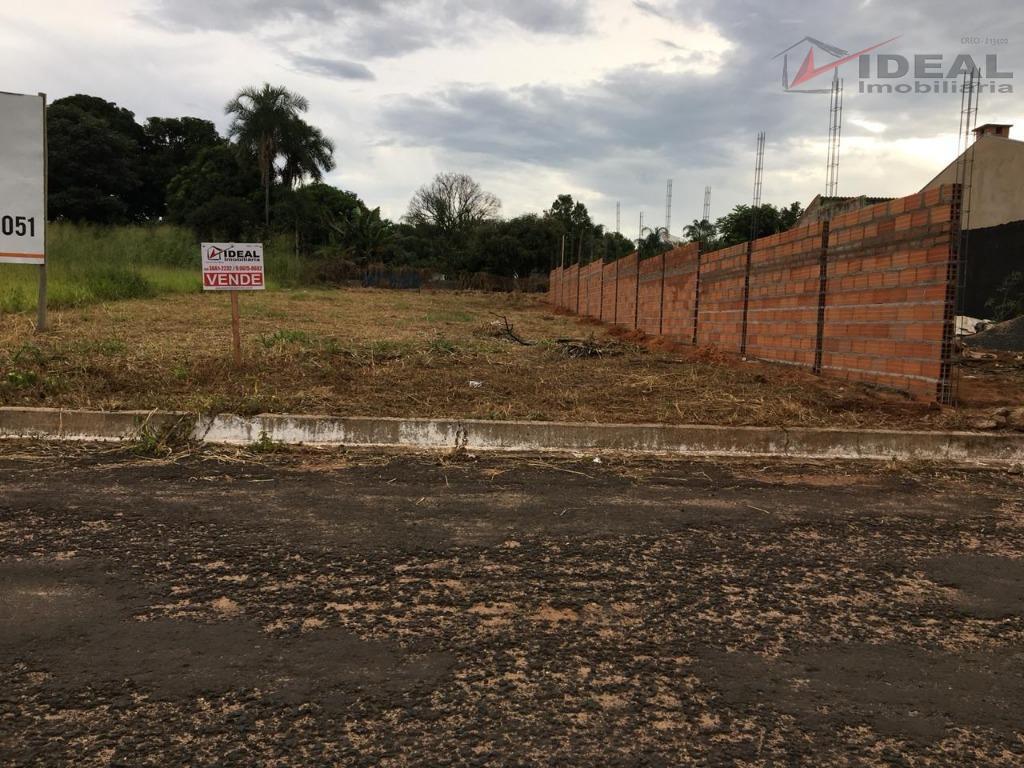 terreno localizado em rua pavimentada com area de 330,00m² ( 10,00 x 33,00). terreno plano sem...
